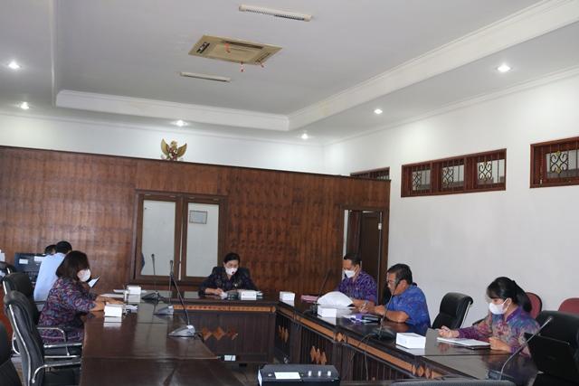 RAPAT membahas Ranperda Perubahan Perda No. 1 Tahun 2019 tentang Retribusi Pengendalian Menara dan Telekomunikasi. Foto: rik