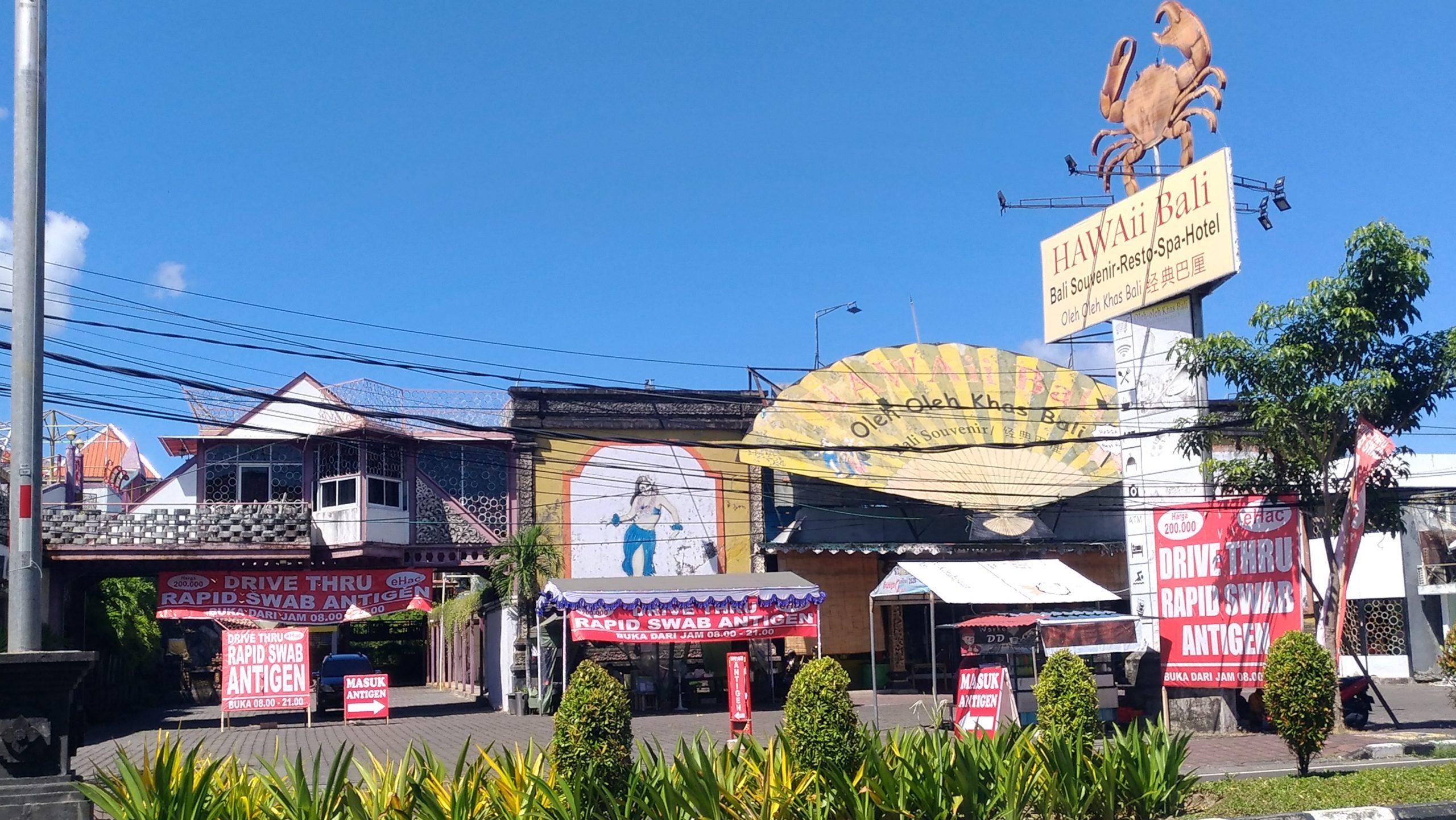 SALAH satu layanan tes antigen yang disediakan di area salah satu toko perbelanjaan modern di Kuta. Foto: gay