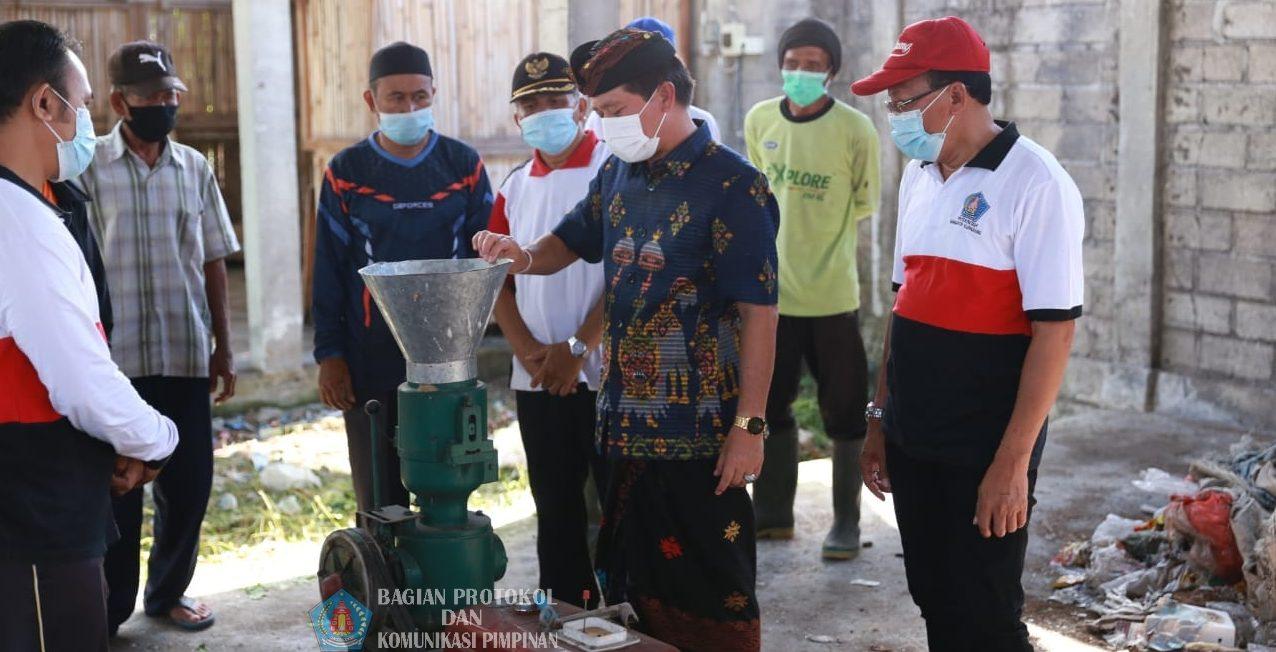 BUPATI Suwirta mengadakan pembinaan ke TOSS Desa di Kecamatan Klungkung, Jumat (16/4/2021). Foto: ist