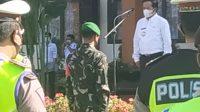 BUPATI Bangli, Sang Nyoman Sedana Arta, memimpin apel gelar pasukan Operasi Ketupat Agung 2021 di Lapangan Polres Bangli, Rabu (5/5/2021). Foto: ist