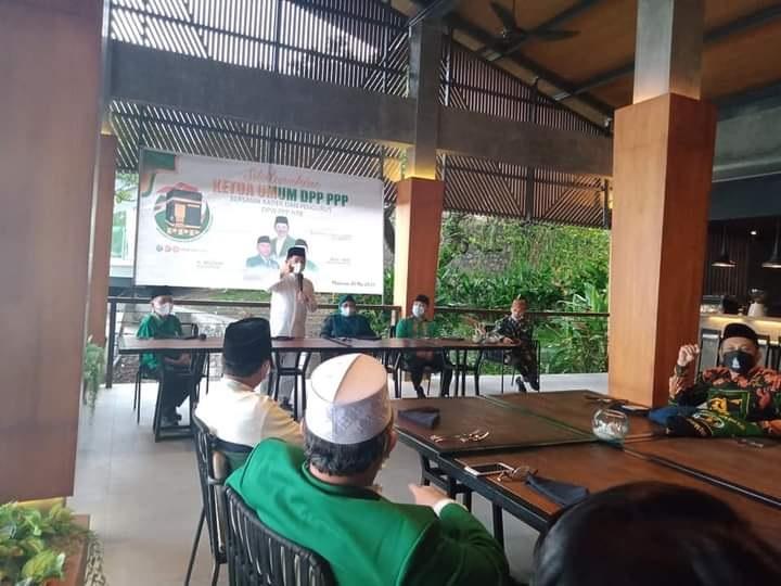 KETUA Umum DPP PPP, Suharso Monoarfa, saat memberi arahan kepada kader PPP di NTB di Lombok Barat, Sabtu (1/5/2021). Foto: rul