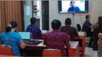 JAJARAN KPU Tabanan saat mengikuti arahan tentang PDPB 2021 yang dilaksanakan secara virtual, Selasa (4/5/2021). Foto: ist