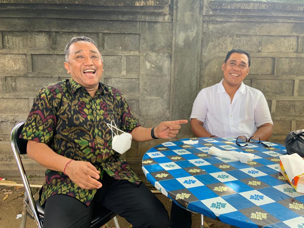 I Dewa Agung Gede Lidartawan (kiri) bersama anggota Komisi II DPR RI, AA Bagus Adhi Mahendra Putra, yang kunjungan kerja ke KPU Bali, Selasa (4/5/2021). Foto: hen