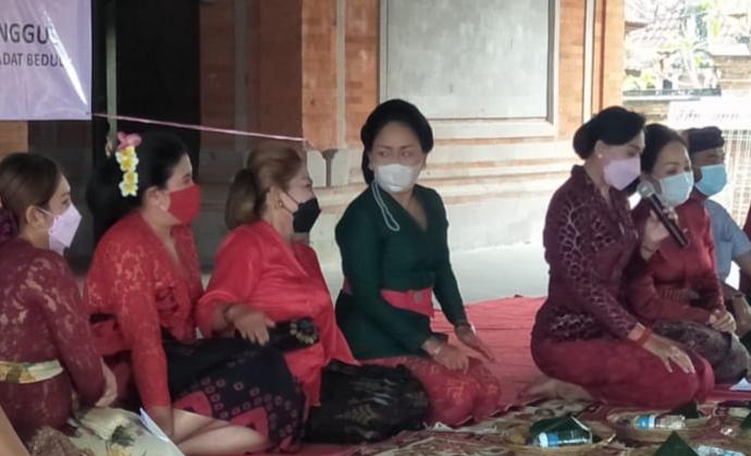 PEMBUKAAN pelatihan tata rias yang digelar WHDI Gianyar di Desa Bedulu. Foto: adi