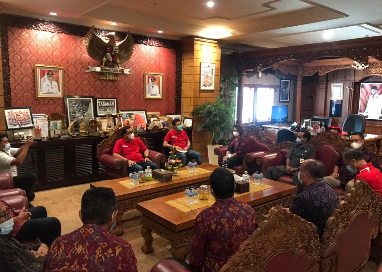 BUPATI Tabanan, I Komang Gede Sanjaya, menerima kunjungan jajaran Bawaslu Bali dan Bawaslu Tabanan. Foto: ist