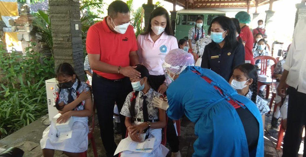 Vaksinasi HPV untuk Siswi SMP di Gianyar