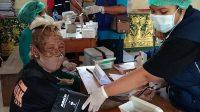 DINAS Kesehatan Karangasem melaksanakan vaksinasi massal Covid-19 untuk warga di tiga kelurahan, yakni Kelurahan Karangasem, Kelurahan Subagan dan Kelurahan Padangkerta. Foto: ist