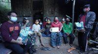 BUPATI Karangasem, I Gede Dana, saat menginap di salah satu rumah warga di Banjar Dinas Purwayu, Desa Tribuana, Kecamatan Abang, Sabtu (12/6/2021). Foto: ist