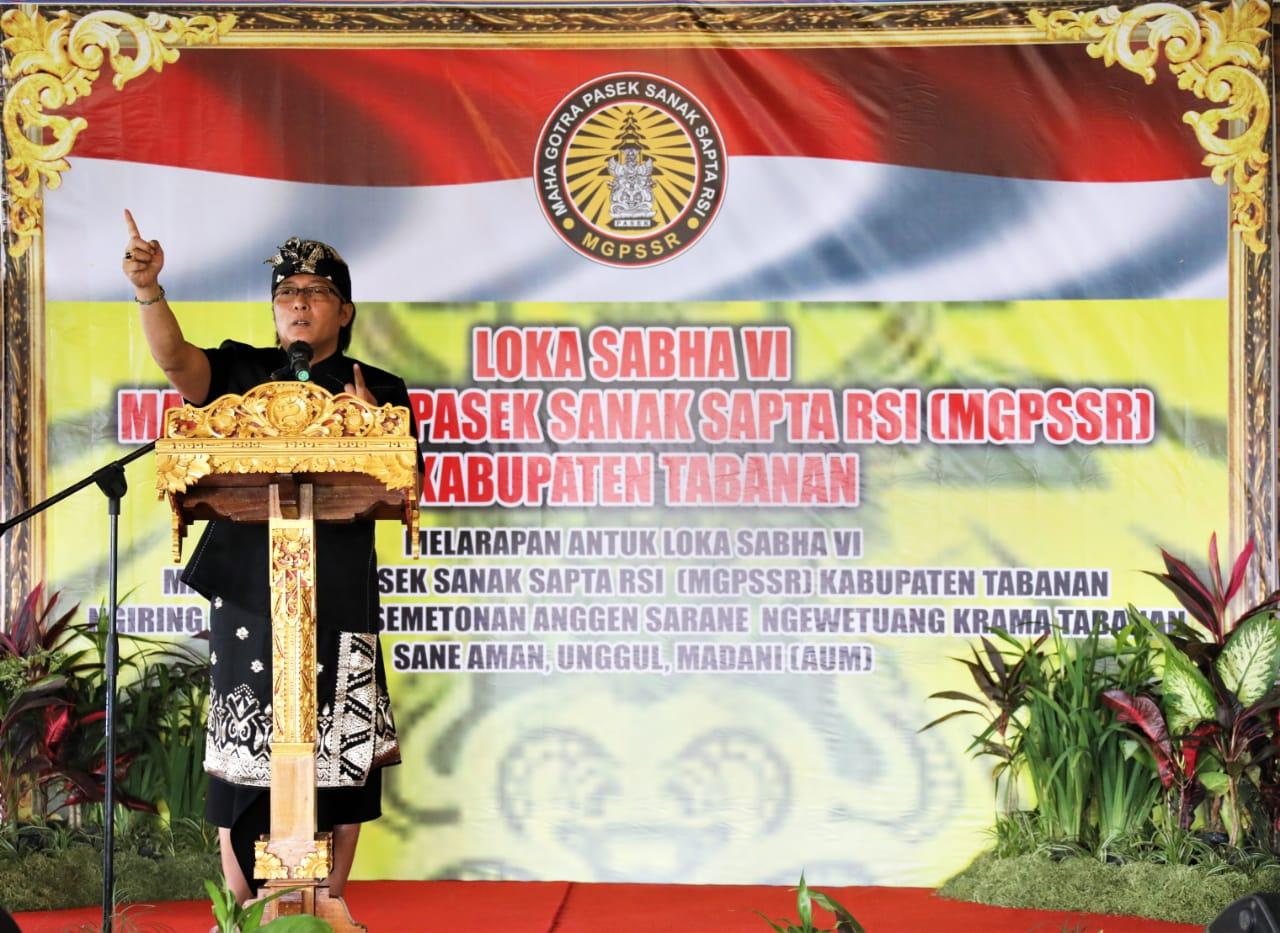 BUPATI Giri Prasta saat menghadiri Lokasaba VII MGPSSR Kabupaten Tabanan di Taman Satwa Tabanan, Sabtu (5/6/2021). Foto: ist