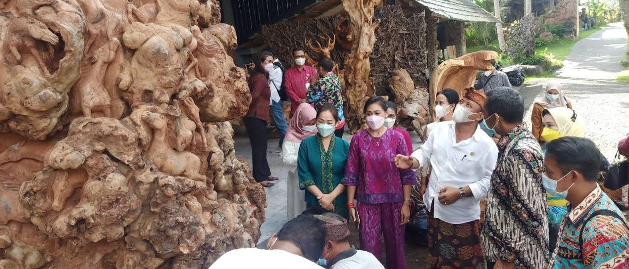 KUNJUNGAN kerja Dekranasda Kota Batu, Malang di Bali Taksu Gallery, Desa Mas Ubud. Foto: adi