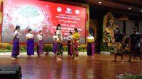 PARA seniman saat gladi bersih pembukaan Pesta Kesenian Bali (PKB) XLIII di Gedung Ksirarnawa, Taman Budaya Bali, Denpasar, Jumat (11/6/2021). PKB akan dibuka secara virtual oleh Presiden Joko Widodo pada Sabtu (12/6/2021). Foto: rap