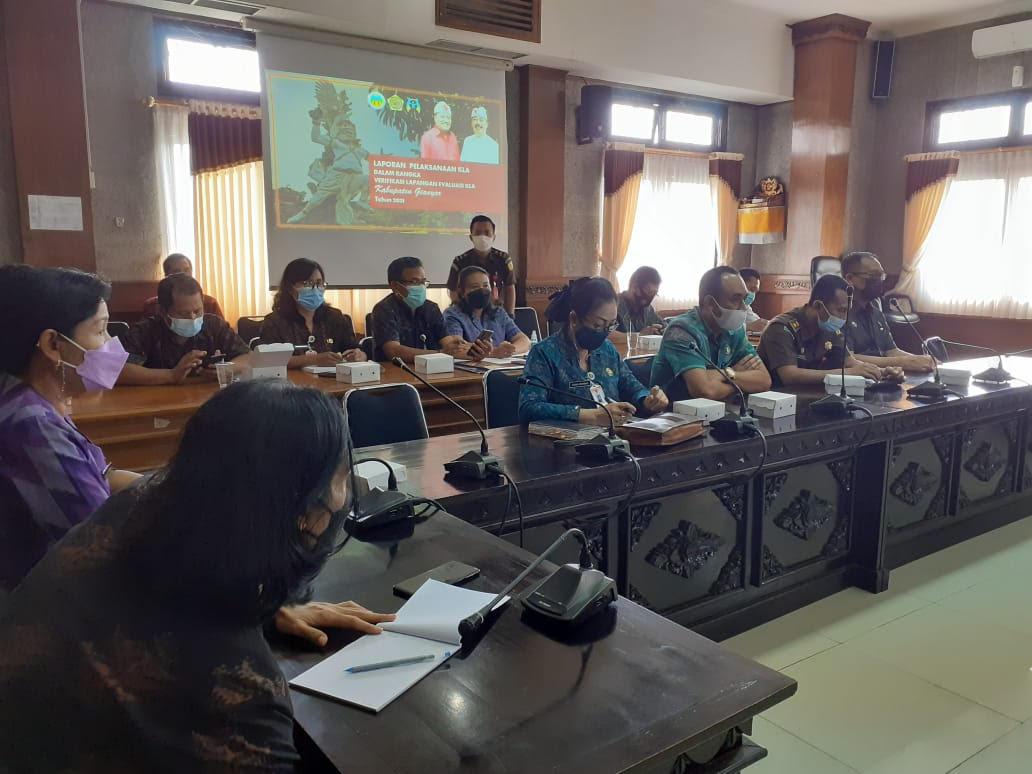 RAPAT koordinasi menyongsong Verifikasi Lapangan Hybrid (VLH) Evaluasi Kabupaten Layak Anak (KLA) Tahun 2021, Selasa (15/6/2021). Foto: adi