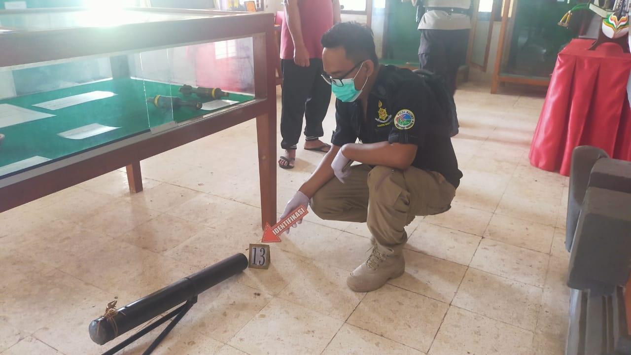 POLISI saat olah TKP kasus pencurian di Museum TPB Margarana. Foto: gap