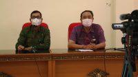 Plt. Kadisdikpora Kota Denpasar, IGN Eddy Mulya (kiri); didampingi Kabid Pembinaan SMP, AA Gede Wiratama saat pelatihan operator PPDB. Foto: tra