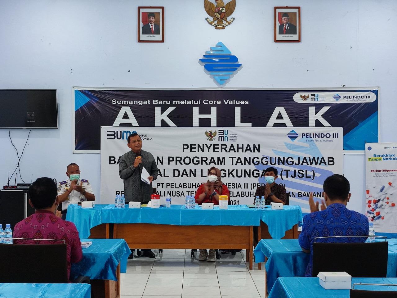 PENYERAHAN bantuan berupa program TJS Pelindo III Celukan Bawang, Selasa (29/6/2021). Foto: rik