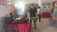 POLISI ketika melakukan olah TKP atas kasus pencurian di Gedung Museum TPB Margarana, Tabanan. Foto: ist