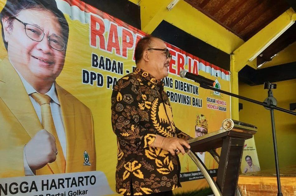 SUGAWA Korry memberi pengarahan saat pembukaan rapat kerja badan-badan yang dibentuk Partai Golkar Bali, Sabtu (12/6/2021). Foto: ist