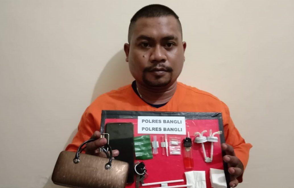 TERSANGKA Ketut Budi Kertia (30) ditangkap Satresnarkoba Polres Bangli karena kedapatan membawa narkoba jenis sabu. Foto: ist