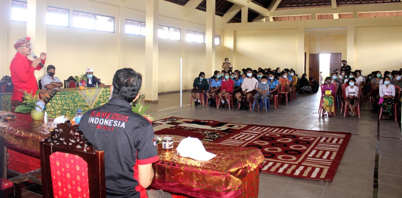 WAKIL Bupati Bangli, I Wayan Diar, membuka lomba pidato Bahasa Indonesia dan Lagu Nasional serangkaian Bulan Bung Karno di Balai Desa Belancan, Kintamani, Jumat (4/6/2021). Foto: ist