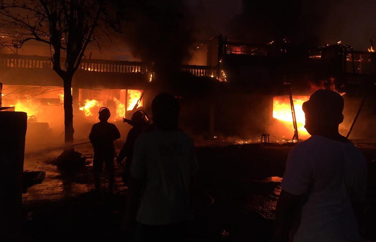 KEBAKARAN melanda Pasar Umum Blahbatuh, Gianyar, Selasa (15/6/2021) sekitar pukul 17.00. Foto: adi