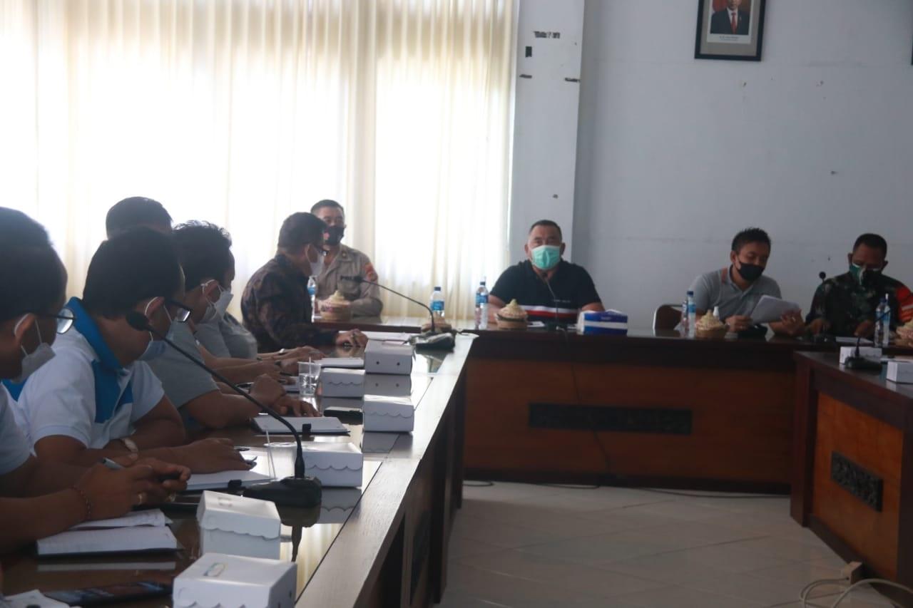 BUPATI Tamba saat menggelar rapat pelaksanaan PPKM Darurat, Jumat (2/7/2021). Foto: ist