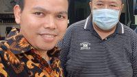 DIREKTUR M-16, Bambang Mei Finarwanto; didampingi Kepala Divisi Litbang M-16 , M. Zainul Pahmi (kiri) saat memberikan keterangan ke wartawan. Foto: rul