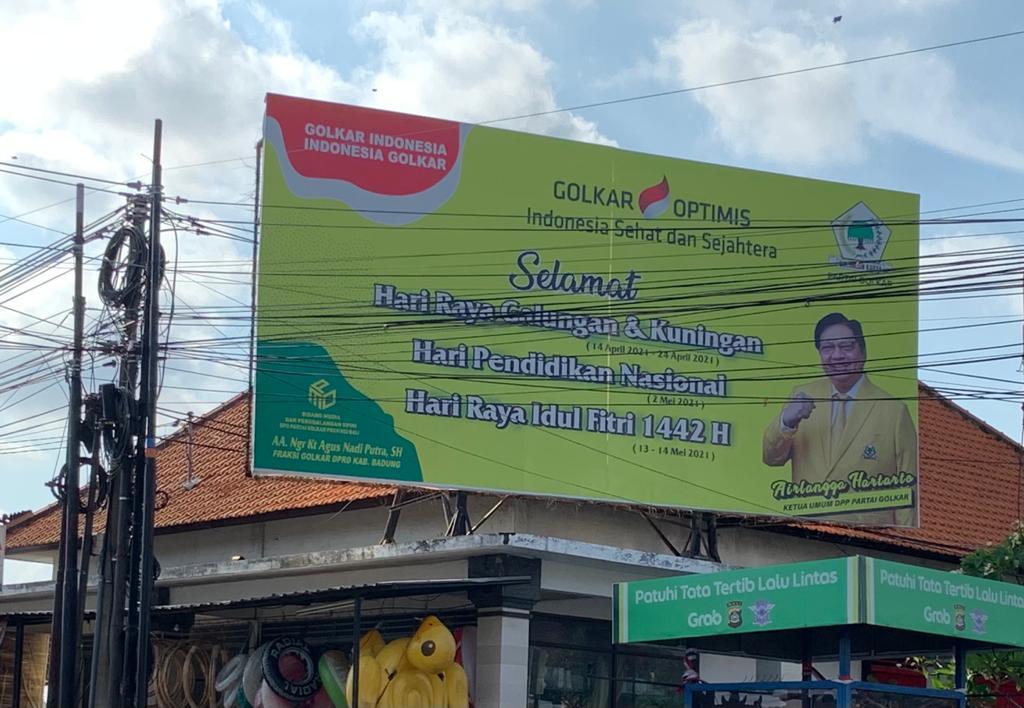 FOTO Airlangga Hartarto di salah satu bilboard di Kerobokan, Kuta Utara, Badung yang sebelumnya dipasang pada April 2021. Foto: hen