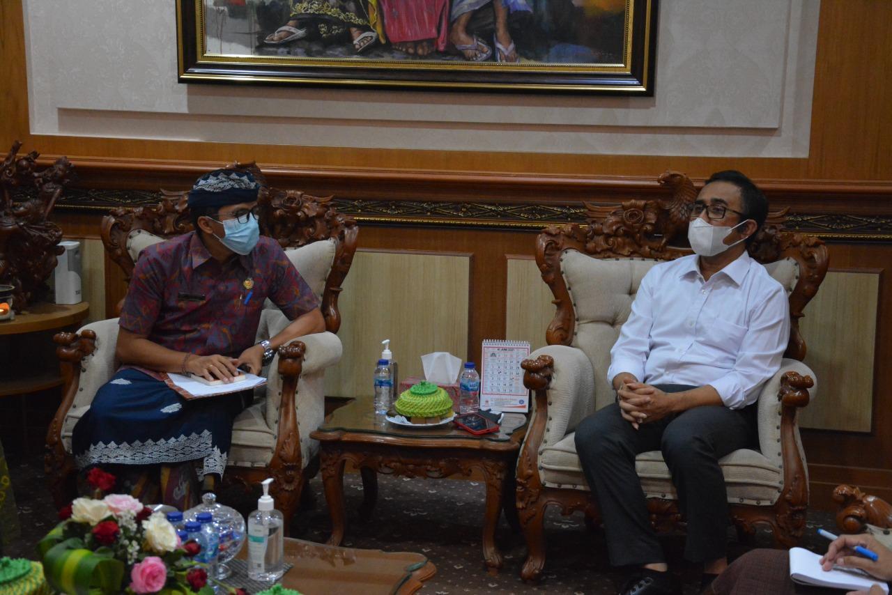 KETUA BMPS Kota Denpasar, Made Dwi Rasidiana, saat audiensi dengan Wali Kota Denpasar, IGN Jaya Negara, di Kantor Wali Kota Denpasar, Kamis (1/7/2021). Foto: ist
