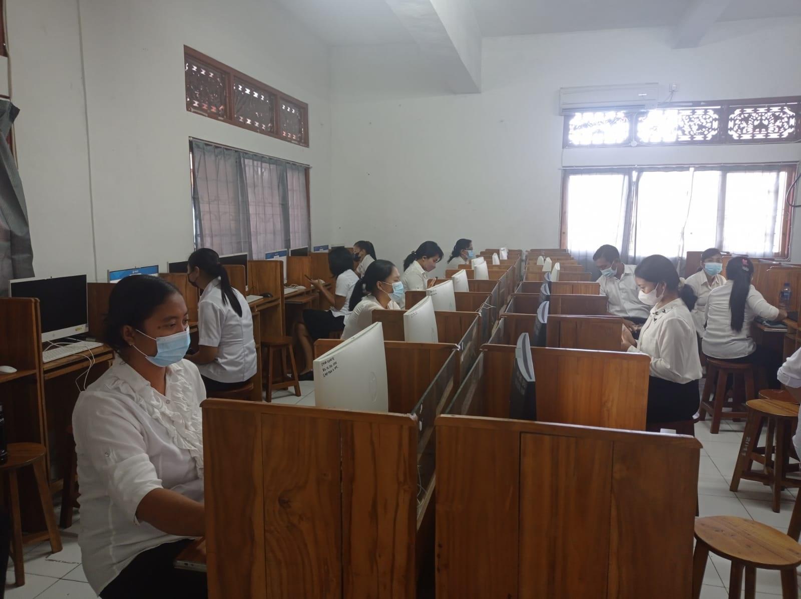 SIMULASI ANBK di SMP PGRI 5 Denpasar, Rabu (25/8/2021) tidak menghadirkan siswa kelas sekolah. Foto: ist