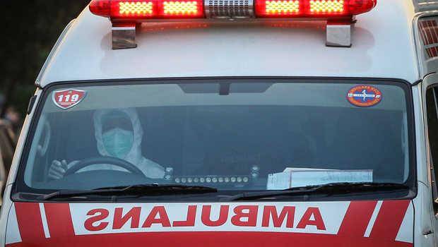 DANRAMIL Kubu, Kapten Inf. Ketut Sukerada, keluhkan nihil ambulans khusus untuk angkut pasien isoman ke isoter. Ilustrasi. Foto: net