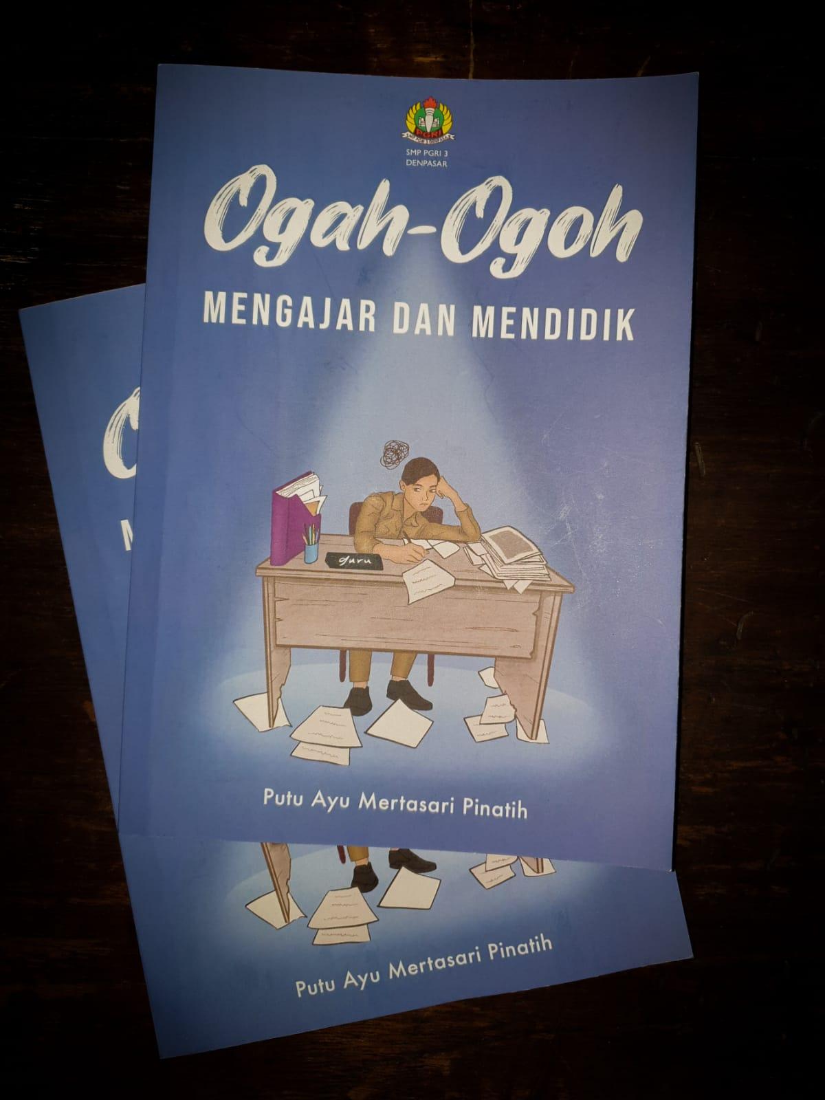 """BUKU berjudul """"Ogah-ogoh Mengajar dan Mendidik"""" karya Putu Ayu Mertasari Pinatih, guru SMP PGRI 3 Denpasar. Foto: ist"""