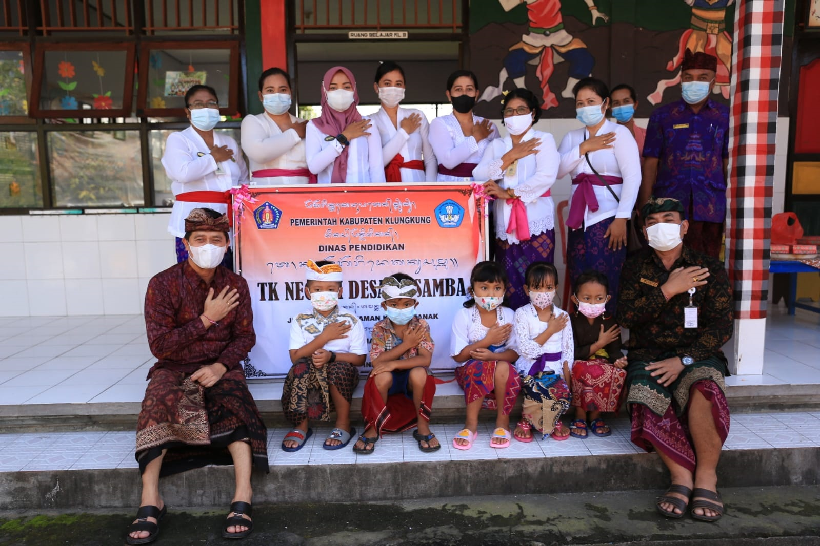BUPATI Suwirta meresmikan empat TK Negeri di Kecamatan Dawan, Kamis (5/8/2021). Foto: ist