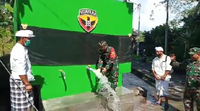 DANDIM 1619/Tabanan, Letkol Inf. Ferry Adianto, baru- baru ini meresmikan pompa hidram di Banjar Jagasatru Desa/Kecamatan Kediri. Foto: ist