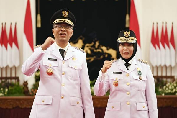 GUBERNUR NTB, Zulkieflimansyah; bersama Wagub Sitti Rohmi Djalilah saat dilantik di Istana Presiden oleh Presiden Jokowi beberapa waktu lalu. Foto: ist