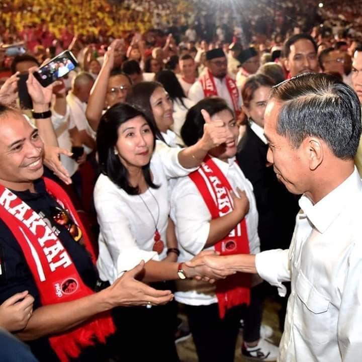 IMAM Sofian (kiri) saat bersama Presiden Jokowi usai pertemuan konsolidasi Nasional DPP Projo bersama pengurus Projo seluruh Indonesia di Jakarta, beberapa waktu lalu. Foto: ist