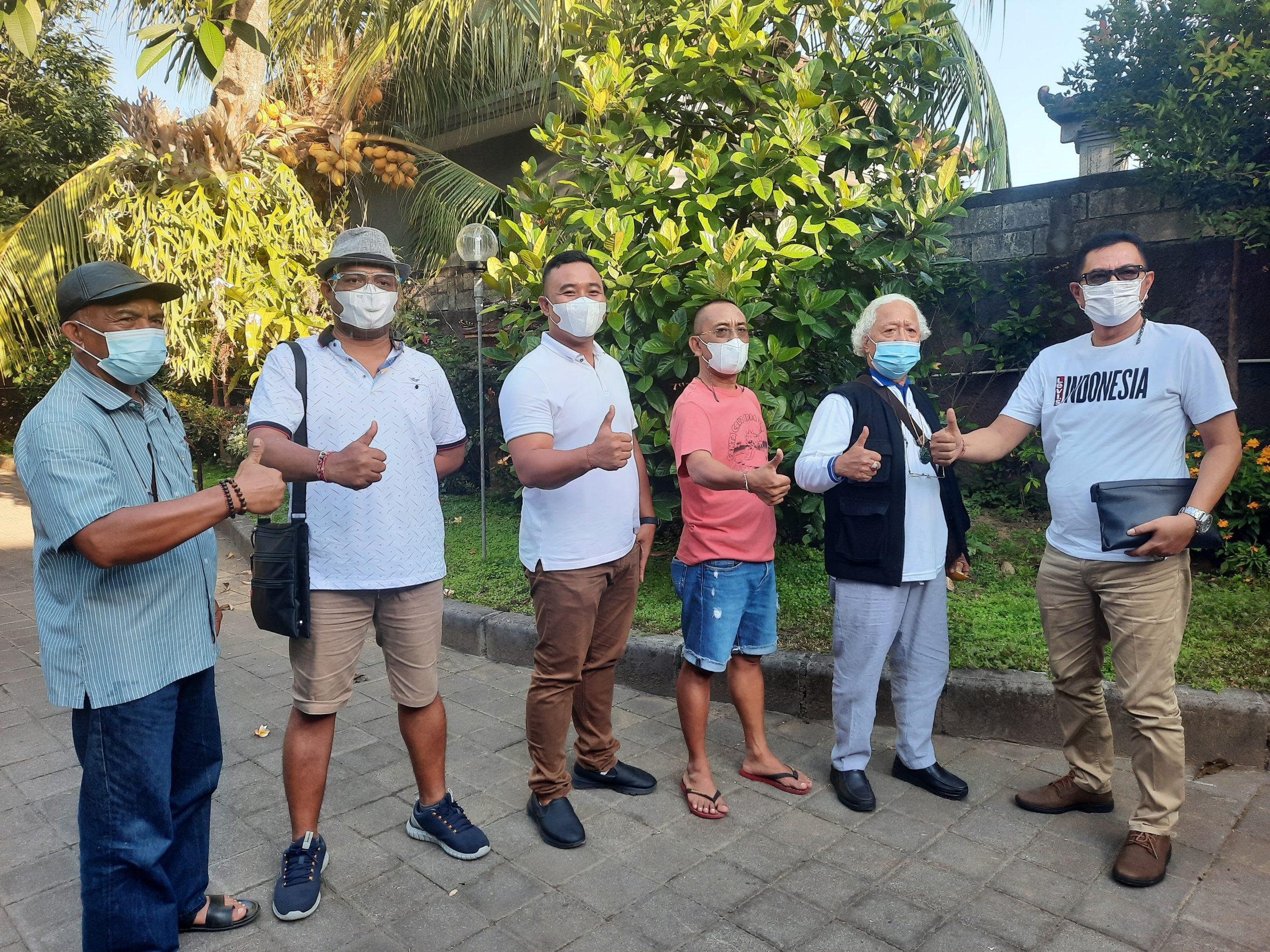 SEKRETARIS Fraksi Partai Gerindra DPRD Bali, I Wayan Disel Astawa, bersama jajaran pengurus dan anggota fraksi. Foto: ist