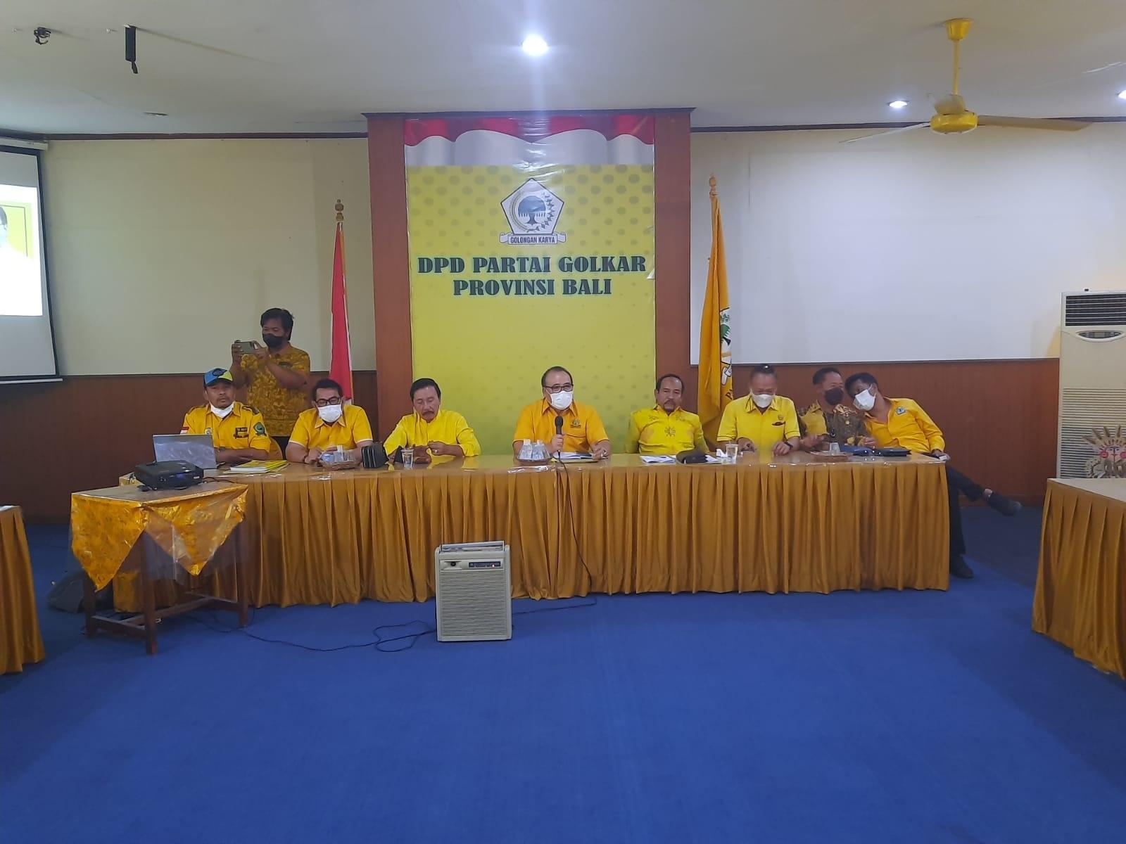 RAPAT koordinasi di DPD Partai Golkar membahas agenda internal partai dipimpin Nyoman Sugawa Korry, Selasa (31/8/2021). Foto: ist