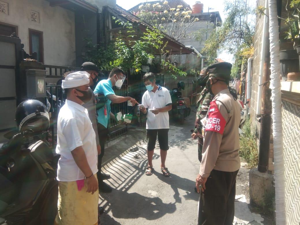 PELAKSANAAN tracing (pelacakan) kontak erat kasus Covid-19 di wilayah Kota Denpasar pada Minggu (8/8/2021). Foto: ist