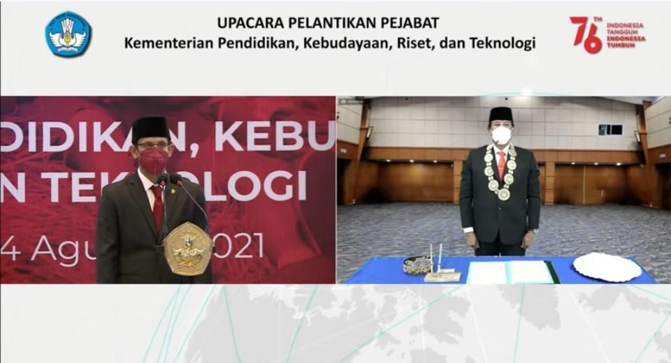 PROF. Dr. Ir. I Nyoman Gde Antara, M.Eng., IPU. (kanan) dilantik secara daring sebagai Rektor Unud oleh Mendikbudristek Nadiem Anwar Makarim, Selasa (24/8/2021). Foto: ist