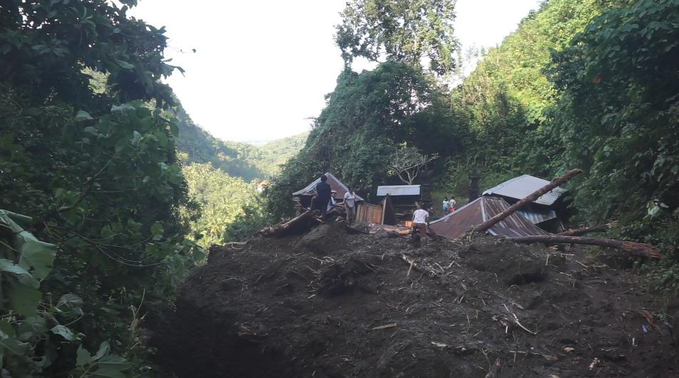 PURA Manik Mas di wilayah Celuk Desa Paksebali, Kecamatan Dawan hancur akibat terjangan banjir bandang, Rabu (4/8/2021) malam. Foto: ist