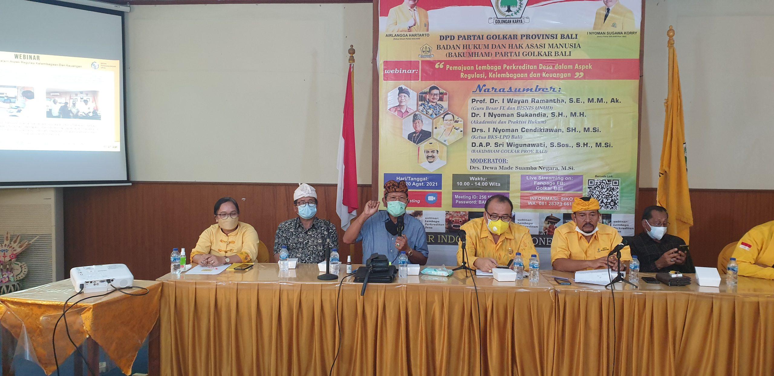 PROF I Wayan Ramantha (tiga kiri) menjelaskan persoalan LPD dari aspek ekonomis sosiologis dalam webinar membahas LPD di DPD Partai Golkar Bali, Jumat (20/8/2021). Foto: hen