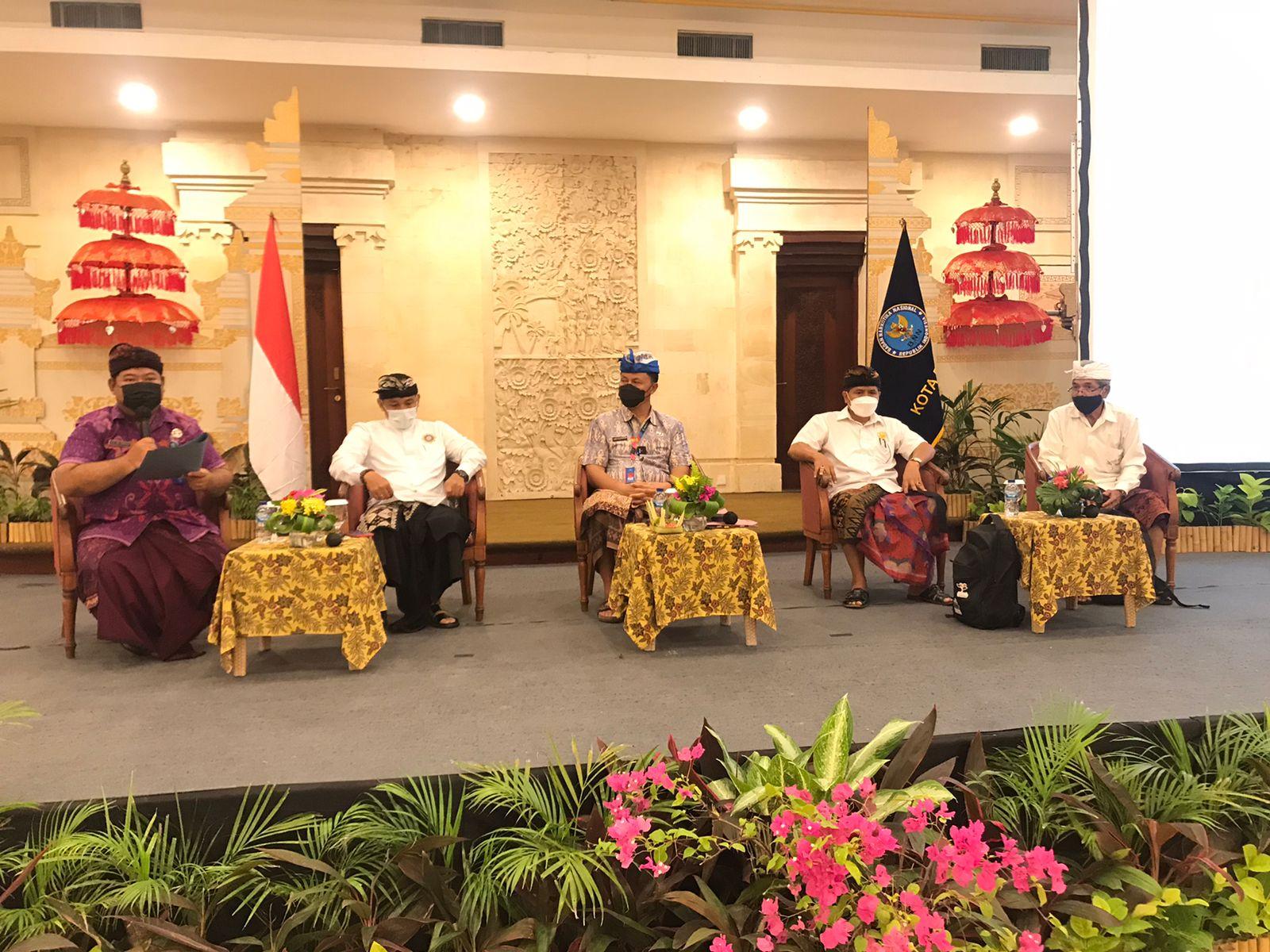 KEGIATAN ''Pengembangan Kapasitas P4GN Pada Lembaga Adat dan Komunitas Berbasis Kearifan Lokal'' yang digelar BNN Kota Denpasar di Sanur, Jumat (24/9/2021). Foto: ist