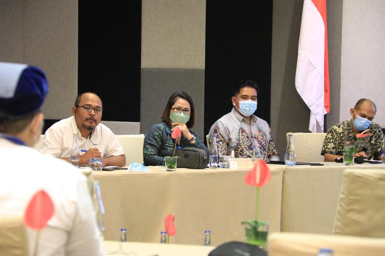 SUASANA diskusi saat sosialisasi pengawasan partisipatif oleh Bawaslu Bali kepada organisasi kepemudaan, Jumat (24/9/2021). Foto: hen