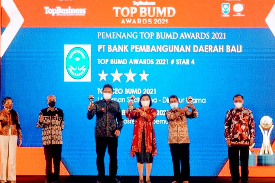 BANK BPD Bali saat menerima penghargaan BUMD Awards 2021. Foto: ist