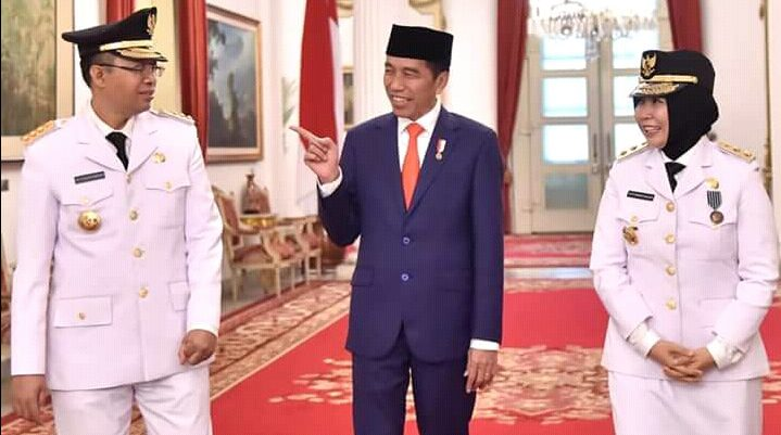 PRESIDEN Joko Widodo saat melantik Gubernur Zulkieflimansyah dan Wagub Sitti Rohmi Djalilah di Istana Negara, beberapa waktu lalu. Foto: ist