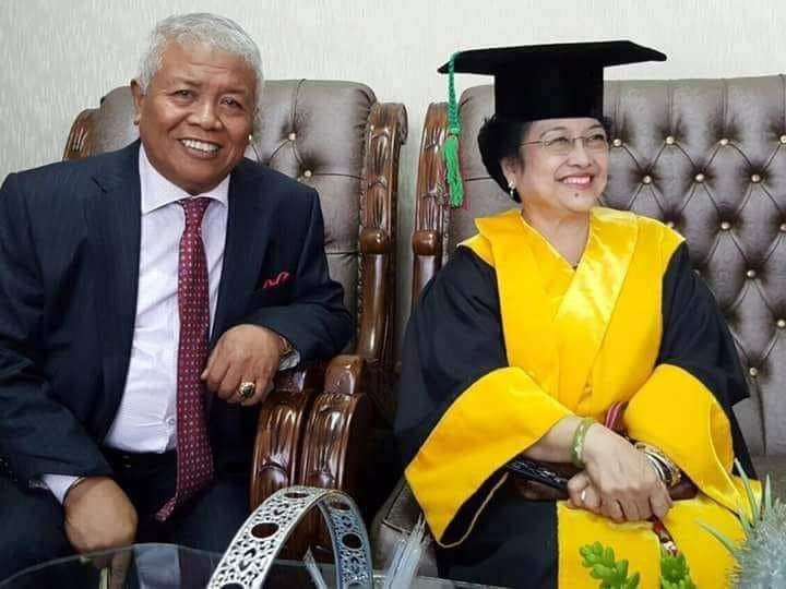 KETUA DPD PDI Perjuangan NTB, Rachmat Hidayat (kanan), saat bersama Ketua Umum DPP PDIP Megawati Soekarnoputri, beberapa waktu lalu. Foto: rul