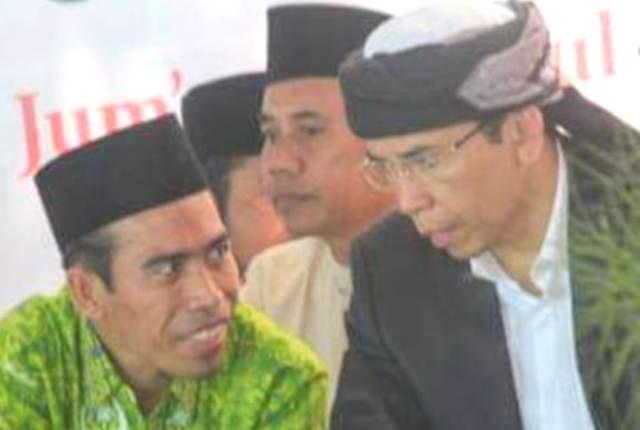 KETUA PD NWDI Kota Mataram, Irzani (kiri) saat bersama TGH. M. Zainul Majdi, atau Tuan Guru Bajang (TGB), beberapa waktu lalu. Foto: rul