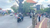 KEGIATAN operasi yustisi penertiban prokes pada Kamis (16/9/2021) di Banjar Suwung Batan Kendal, Kecamatan Denpasar Selatan. Foto: ist