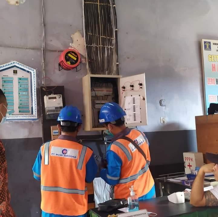 PENGECEKAN sistem kelistrikan di Lapas Singaraja. Foto: ist