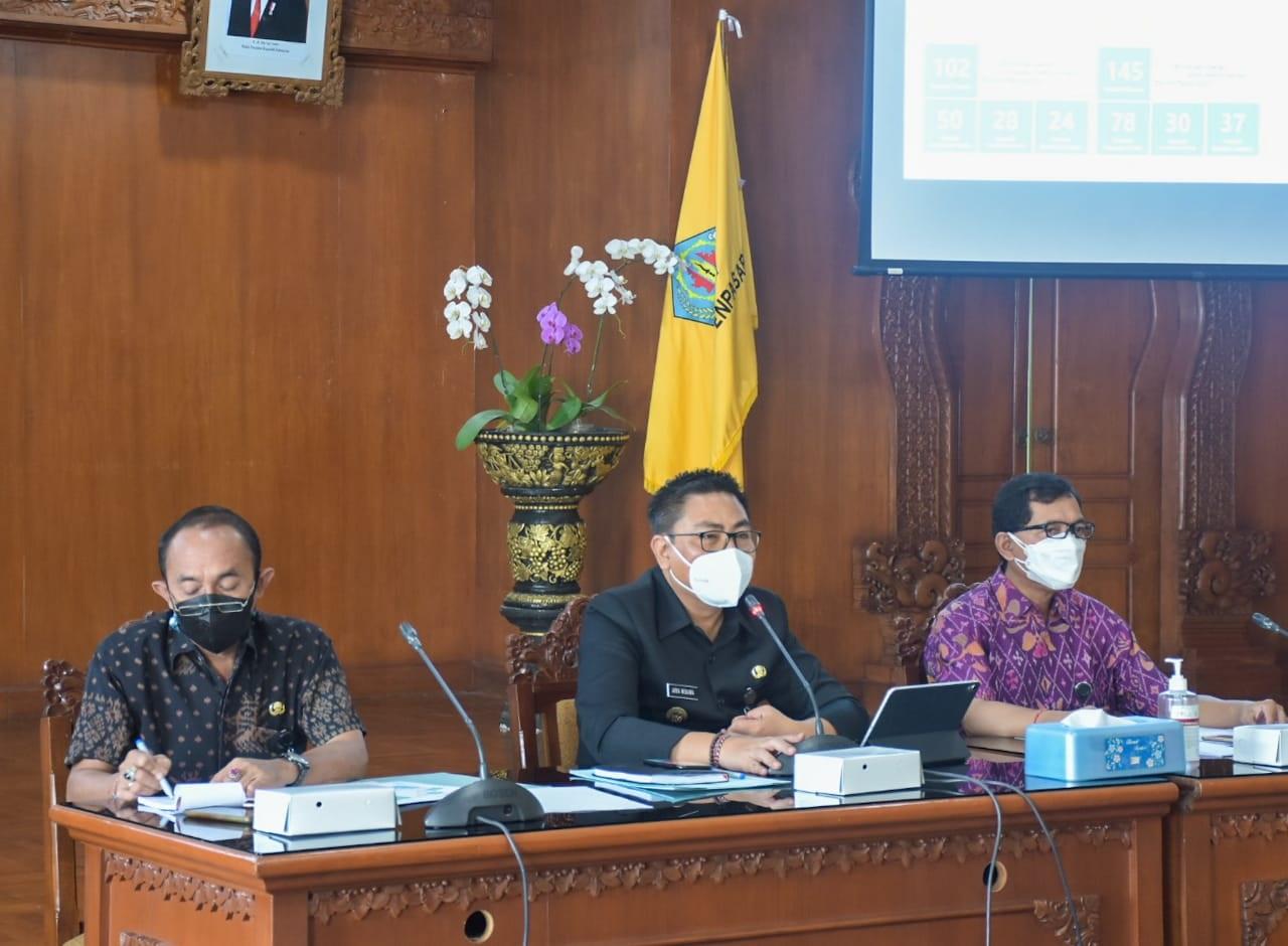 RAPAT koordinasi pemenuhan dokumen IGA Tahun 2021 di Praja Utama, Kantor Wali Kota Denpasar, Jumat (10/9/2021). Foto: ist